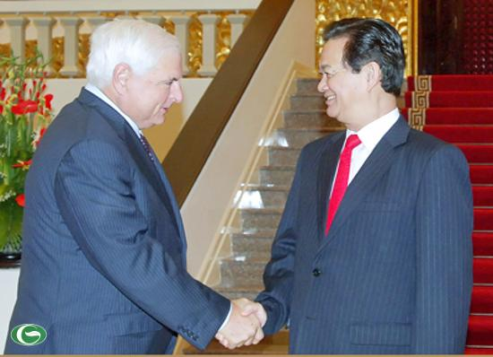 Thủ tướng Nguyễn Tấn Dũng và Tổng thống Panama Ricardo Martinelli Berrocal. - Ảnh: VGP/Nhật Bắc